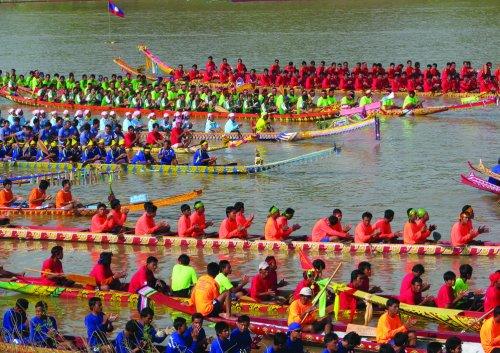 Luang-Prabang-Boat-Racing-Festival