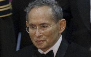 bhumibol_adulyadej_2010-9-29_2_cropped-e1476430301152