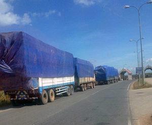 laos-trucks-timber-border-dec-15-2015-305